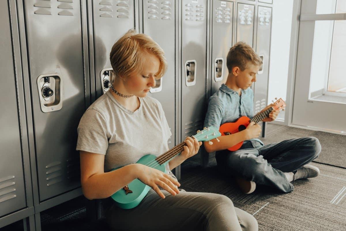 aai-students-guitars